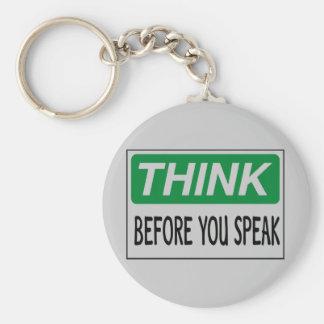 Piense antes de que usted hable llavero