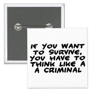 Piense como un criminal pin cuadrado