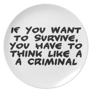 Piense como un criminal platos
