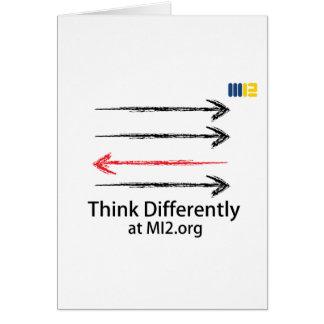 Piense diferentemente - dirigido en la dirección c felicitaciones