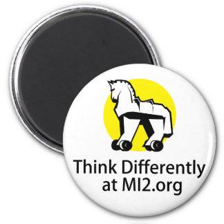 Piense diferentemente - el caballo en el regalo de imán redondo 5 cm