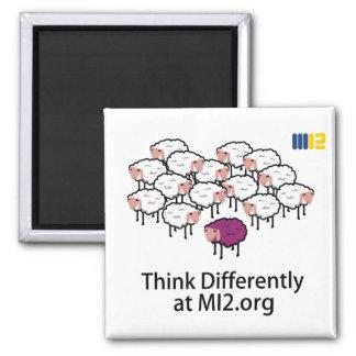 Piense diferentemente - las ovejas púrpuras imán para frigorífico