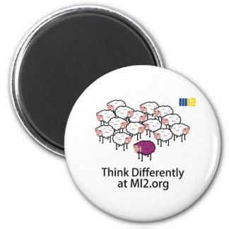 Piense diferentemente - las ovejas púrpuras imanes de nevera