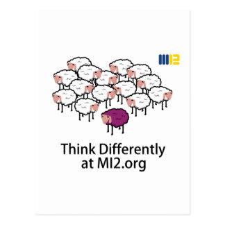 Piense diferentemente - las ovejas púrpuras postales