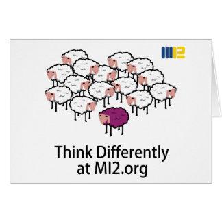 Piense diferentemente - las ovejas púrpuras tarjetas