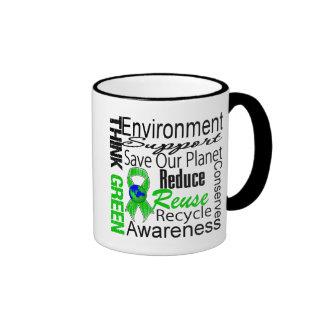 Piense el collage verde del ambiente taza