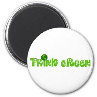 Piense el imán verde del globo