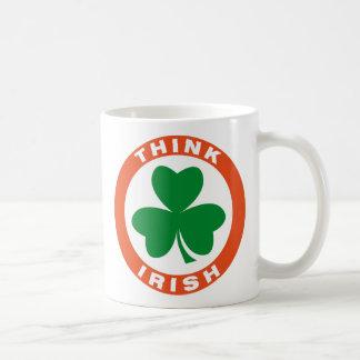 Piense el irlandés taza básica blanca