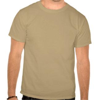 piense el orgullo verde camiseta
