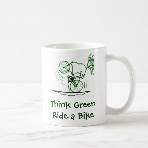 Piense el paseo verde una bici taza básica blanca