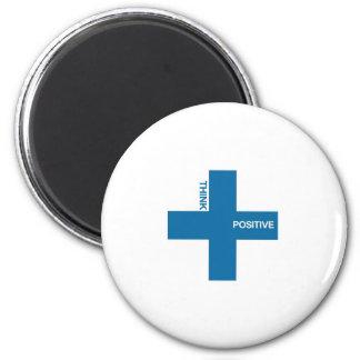 Piense el positivo (la edición azul) imán redondo 5 cm