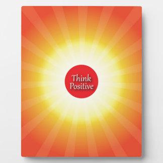 Piense el positivo placa de plastico