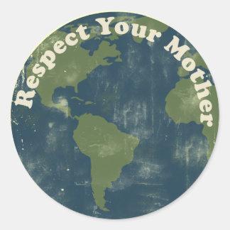 piense el respecto verde su madre tierra etiqueta redonda