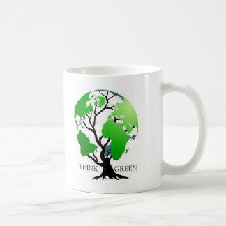 Piense el verde taza básica blanca