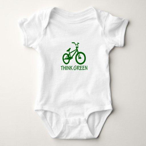 Piense el verde y el ciclo playeras