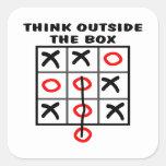 Piense fuera de la caja calcomanías cuadradas