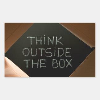 Piense fuera de la caja en Blackboard.jpg Rectangular Pegatina