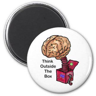 Piense fuera de la caja imán redondo 5 cm