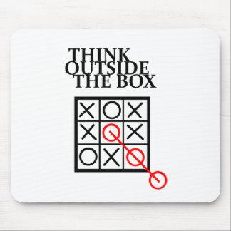 Piense fuera de la caja - las nadas y las cruces alfombrilla de raton
