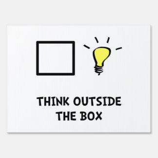 Piense fuera de la caja señal