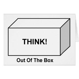 Piense fuera de la caja tarjeta de felicitación