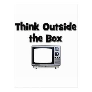 Piense fuera de la caja tarjeta postal