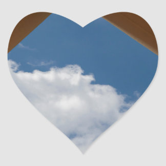 Piense fuera de la cartulina Concept.jpg de la Pegatina De Corazón
