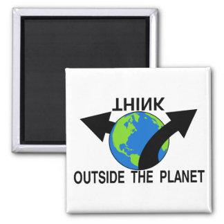 Piense fuera del planeta imán cuadrado