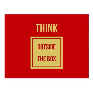 Piense fuera del rojo de la caja postal