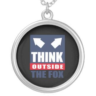 Piense fuera del zorro collares personalizados