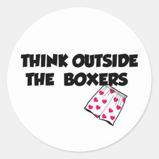 piense fuera en de los boxeadores etiqueta redonda