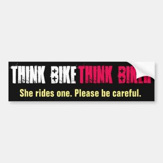 Piense la bici que ella monta pegatina para auto