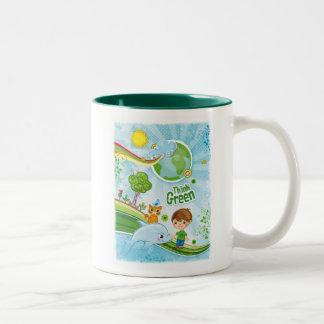 Piense la cita feliz de la conciencia verde taza de café de dos colores