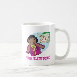 Piense la estancia enferma dentro tazas de café