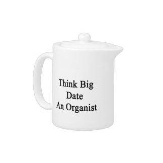 Piense la fecha grande un organista