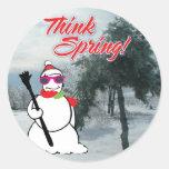 piense la primavera con el muñeco de nieve pegatina redonda