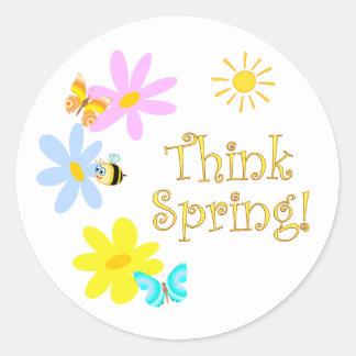 Piense la primavera pegatina redonda
