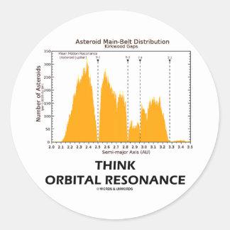 Piense la resonancia orbital (la astronomía) pegatina redonda