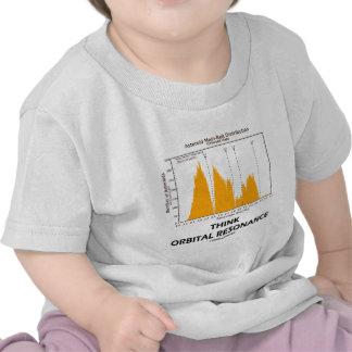 Piense la resonancia orbital (la astronomía) camisetas