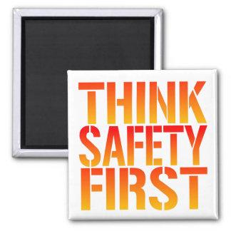 Piense la seguridad primero imán cuadrado