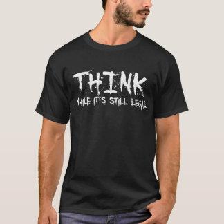 Piense, mientras que su legal inmóvil -- Camiseta