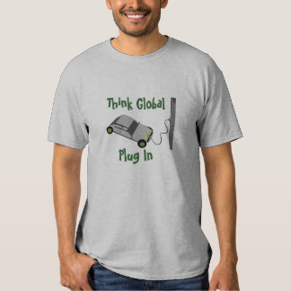 Piense que global… enchufe remera