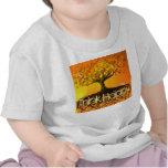 Piense que las Arte-Raíces originales felices Camisetas