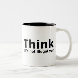 Piense que no es engranaje ilegal con todo taza de café de dos colores