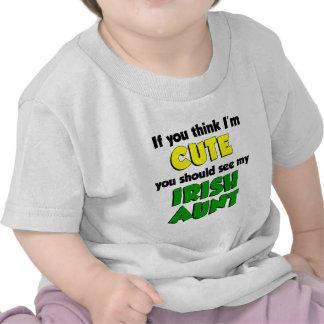 Piense que soy tía irlandesa linda camiseta