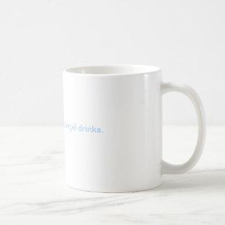 Pienso mis bebidas del ángel de guarda taza de café