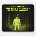 Pienso que hay un squatch en estas maderas alfombrillas de ratón
