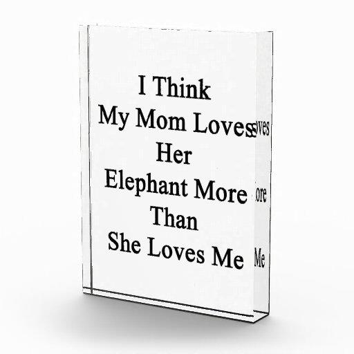Pienso que mi mamá ama su elefante más que ella Lo
