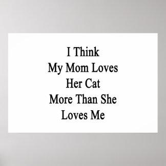 Pienso que mi mamá ama su gato más que ella ama M Poster