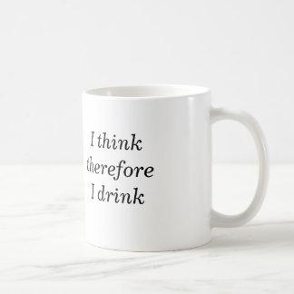 Pienso que por lo tanto bebo la taza